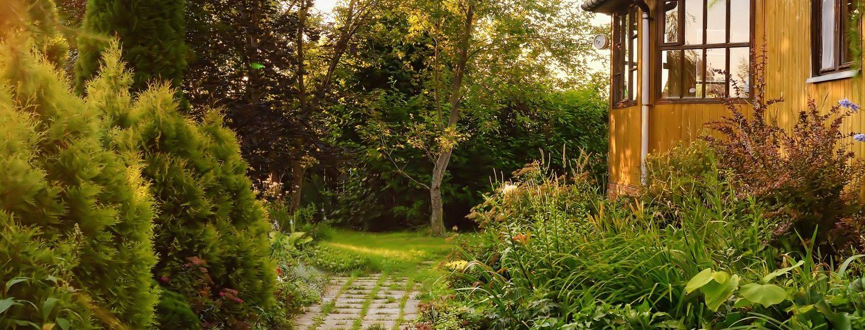 En sti om til en have