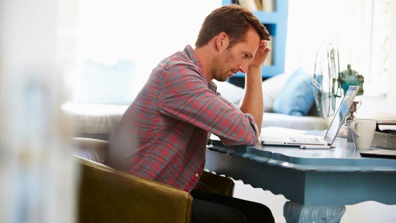 En stressede mand der gerne vil undgå bøvlet
