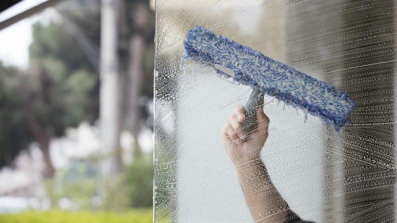 Vi tilbyder vinduespudsning og polering af alle dine vinduer