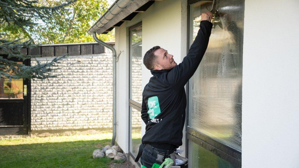 Få besøg af HomeBobs lokale vinduespudser