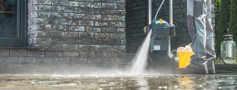Læs om hvordan du renser terrassefliser